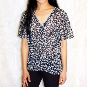 💎 Banana Republic Swallows sheer blouse